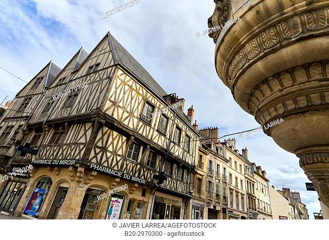 Traditional timber-frame Tudor style buildings in Rue de la Liberte, Dijon, Côte d'Or, Burgundy Region, Bourgogne, France, Europe