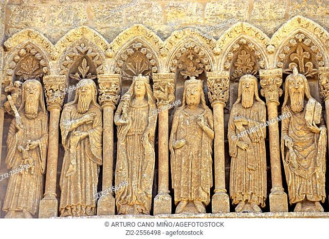 The Cathedral of Santa María, XII-XIVth centuries. Gothic frieze on the Gate of Chains. Ciudad Rodrigo, Salamanca, Spain