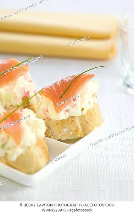 Montadito de chatka, manzana, salmon y mayonesa / Montadito of chatka, apple, salmon and mayonnaise