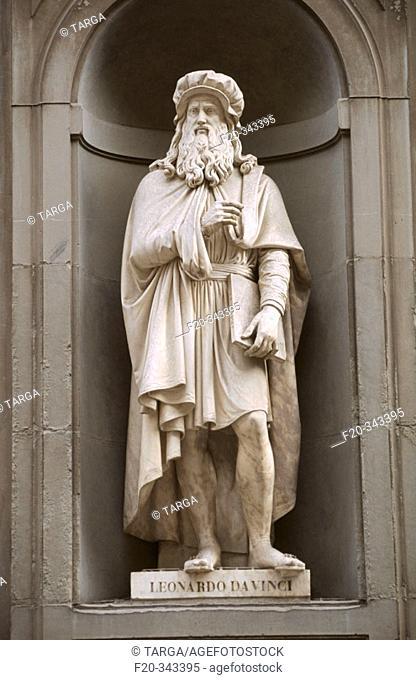 Leonardo da Vinci statue in the Piazzale degli Uffizi. Florence. Tuscany, Italy