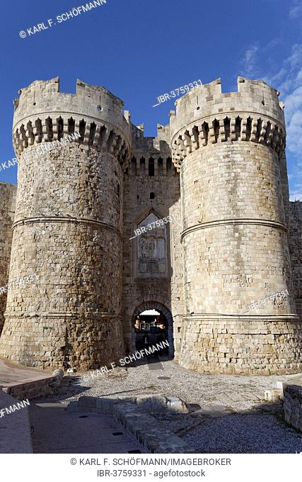 Two broad round towers, medieval city walls, Marine Gate, historic town centre, Rhodes, Island of Rhodes, Dodecanese, Greece