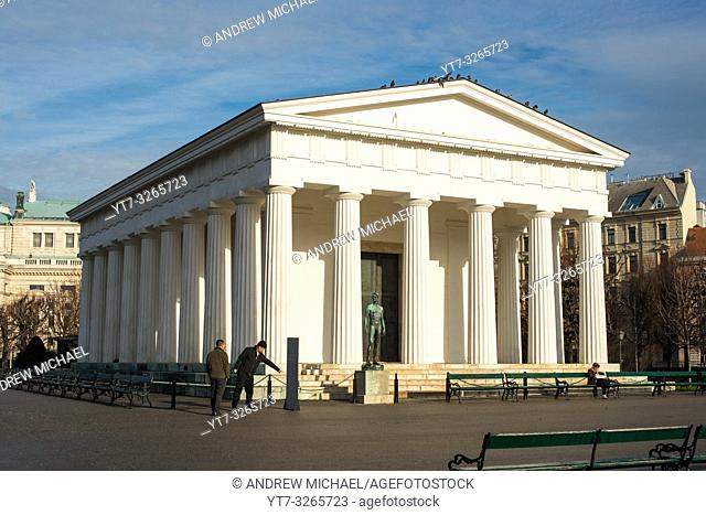 The Doric Theseus-Tempel temple, a replica of the Theseion in Athens, in the centre of the Volksgarten, Vienna, Austria