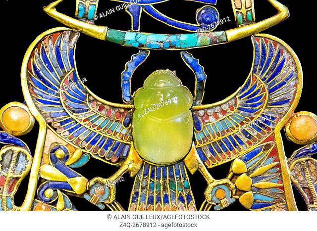 Egypt, Cairo, Egyptian Museum, Tutankhamon jewellery, from his tomb in Luxor, a part of a complex pectoral : A winged scarab holds a barque