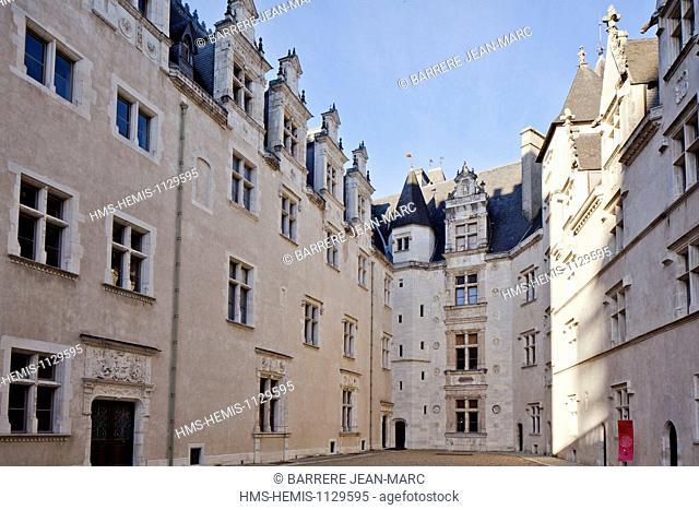 France, Pyrenees Atlantiques, Bearn, Pau, Chateau de Pau, 14th century castle, King Henry IV's birthplace