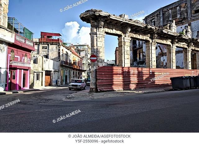 The streets and decaying buildings of Centro Habana