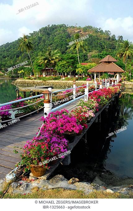 Bungalows, entrance to the Klong Prao Resort, Koh Chang Island, National Park Mu Ko Chang, Trat, Gulf of Thailand, Thailand, Asia