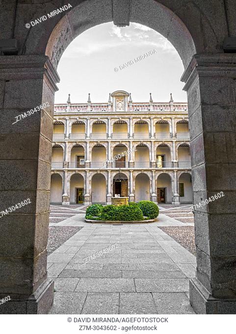Patio de Santo Tomás. Universidad de Alcalá de Henares. Madrid province. Spain