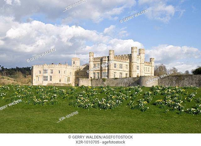 Leeds catle in Kent, England  Built in 1119 by Robert de Crevecoeur to replace the earlier Saxon manor of Esledes, the castle became a royal palace for King...