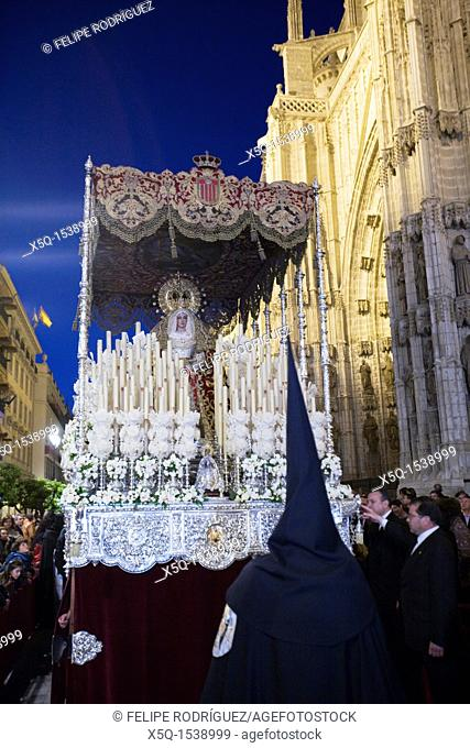 The float of the Virgin de las Mercedes arriving to the Cathedral, Holy Week 2008, Seville, Spain