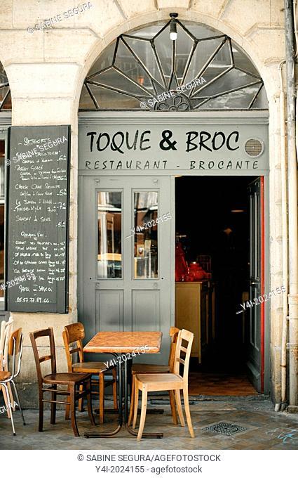 Entrance of the restaurant and flea Toque et Broc, rue de la Rousselle in Bordeaux. Aquitaine. France. Europe. Gironde