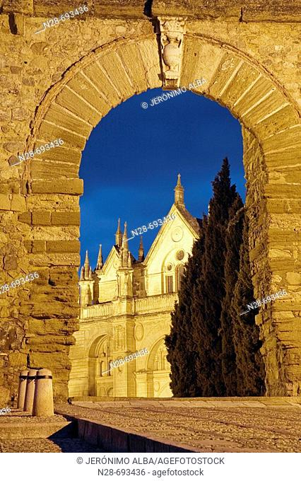 Arco de los Gigantes (Giant's Arch, 16th century) and St. Mary's collegiate church. Antequera. Spain