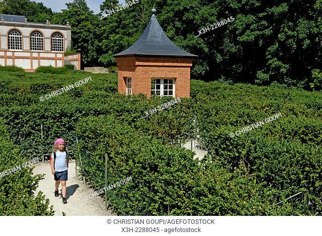 box tree labyrinth in the gardens of the Chateau de Breteuil, commune of Choisel, Haute-Vallee de Chevreuse Regional Nature Park, Yvelines department