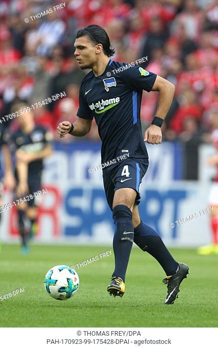 Hertha's Karim Rekik on the ball during the German Bundesliga match between FSV Mainz 05 and Hertha BSC in Mainz, Germany, 23 September 2017