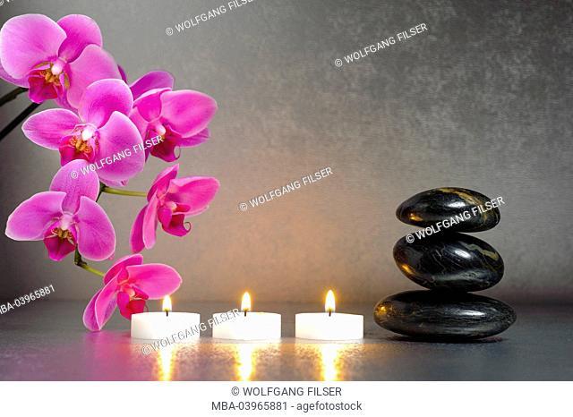Japanese ZEN garden of the détente, candles, orchid blossoms, stones