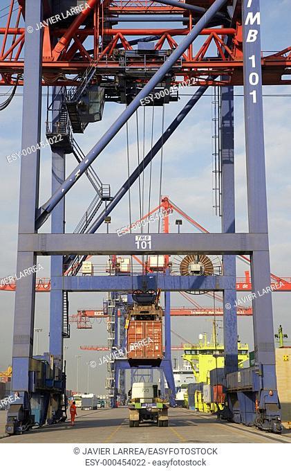 Loading containers, Port of Bilbao, Santurce, Bizkaia, Basque Country, Spain