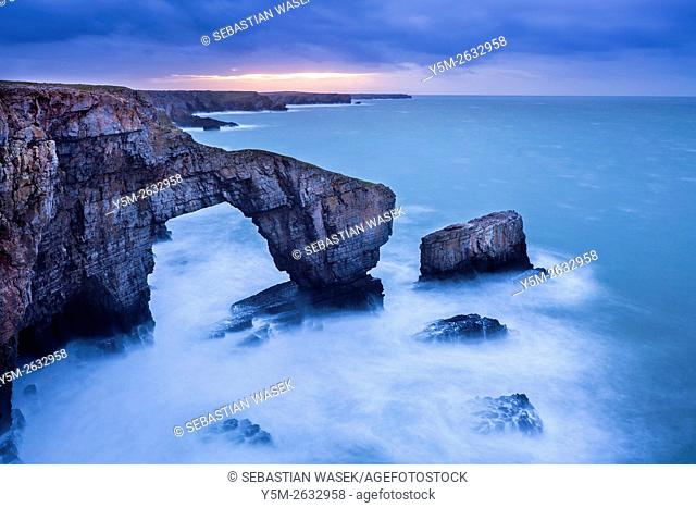 The Green Bridge of Wales, Pembrokeshire Coast National Park, Merrion, Pembrokeshire, Wales, United Kingdom, Europe