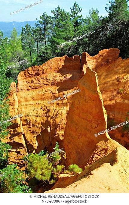 France, Vaucluse 84 les carrières d'ocre près du village de Roussillon