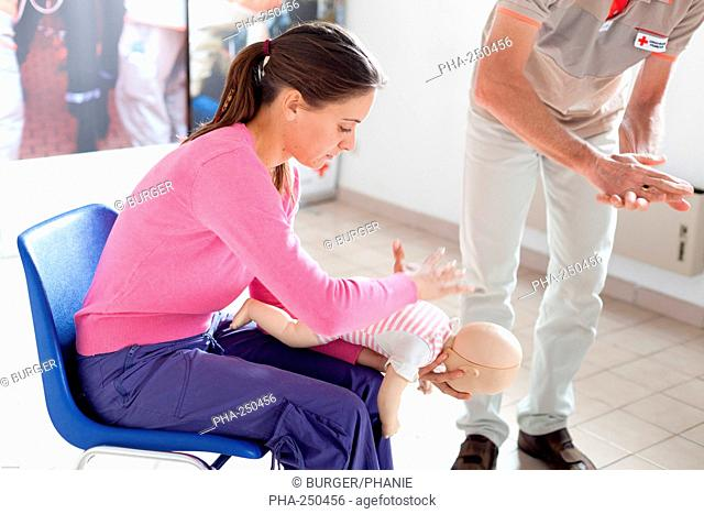 First aid training courses given by the French Red Cross. This procedure is used in case of choking due to the obstruction of the larynx and consists in thrusts...