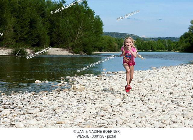 France, Languedoc Roussillon, Gard, girl, running in front of Gardon river