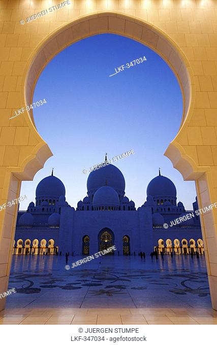 Sheikh Zayed Grand Mosque, View through an archway towards the domes, Abu Dhabi, United Arab Emirates, UAE