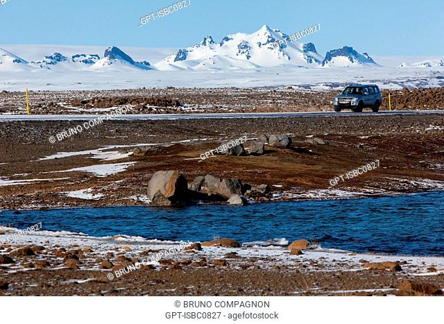 4-WHEEL DRIVE VEHICLE ON ROUTE F35, OR KJOLUR, IN THE SNoW, ROAD CROSSING THE HIGHLANDS OF ICELAND, SOUTHWEST ICELAND, EUROPE