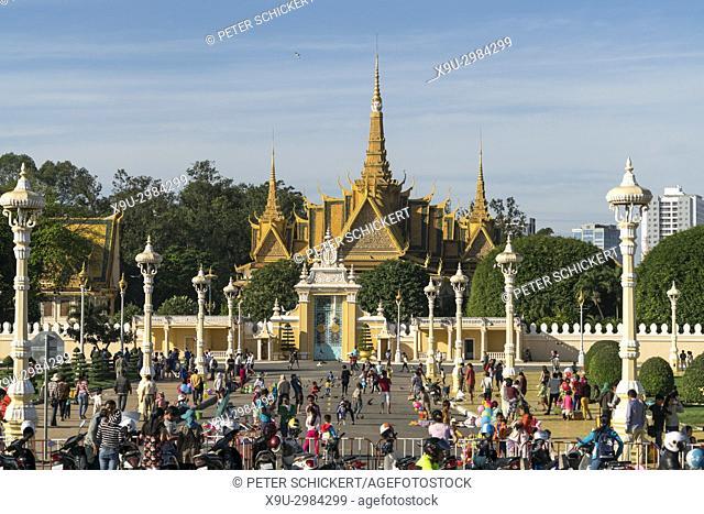 Royal Palace and Park, Phnom Penh, Cambodia, Asia
