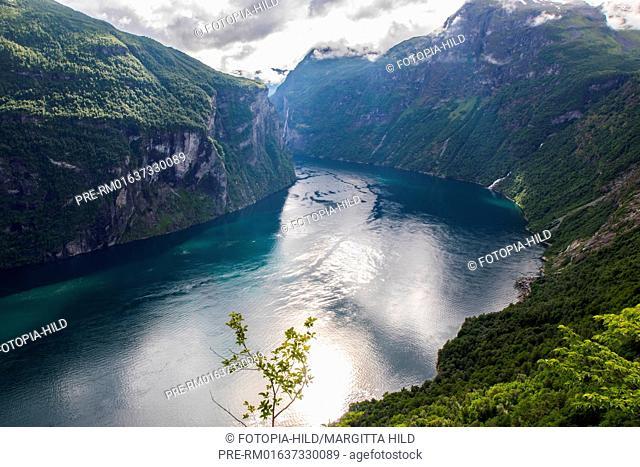 Look over the Geirangerfjord, Møre og Romsdal, Norway / Blick über den Geirangerfjord, Møre og Romsdal, Norwegen