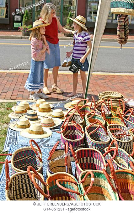Shopping at Sunday farm and flea markets. Leesburg. Loudoun County, Virginia. USA