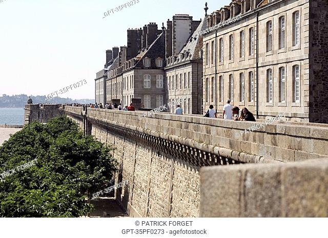 ROBERT SURCOUF ESPLANADE, SAINT-PHILIPPE BASTION ON THE RAMPARTS IN THE OLD TOWN, SAINT-MALO, ILLE-ET-VILAINE 35, FRANCE