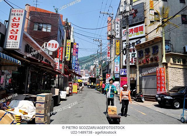 Busan (South Korea): street market in the Dong-gu neighborhood