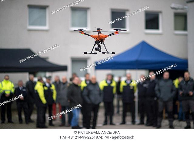 14 December 2018, Saxony-Anhalt, Magdeburg: Police officers and employees of the State Criminal Police Office (LKA) of Saxony-Anhalt observe a floating drone