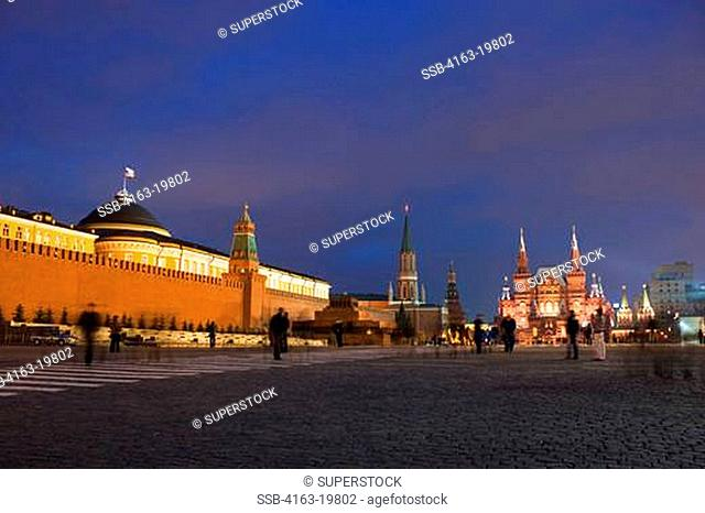 RUSSIA, MOSCOW, RED SQUARE, KREMLIN AND HISTORICAL MUSEUM AT NIGHT