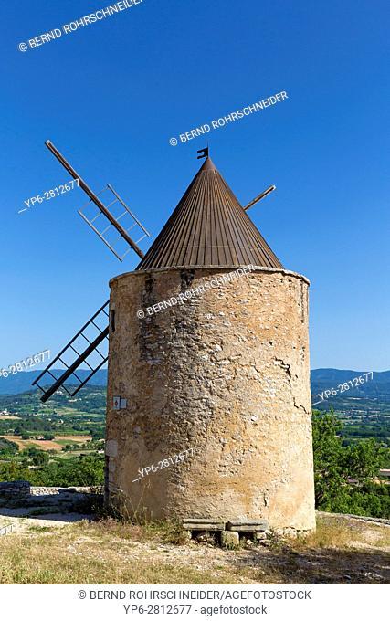 windmill in Saint-Saturnin-lès-Apt, Luberon, Vaucluse, Provence, France