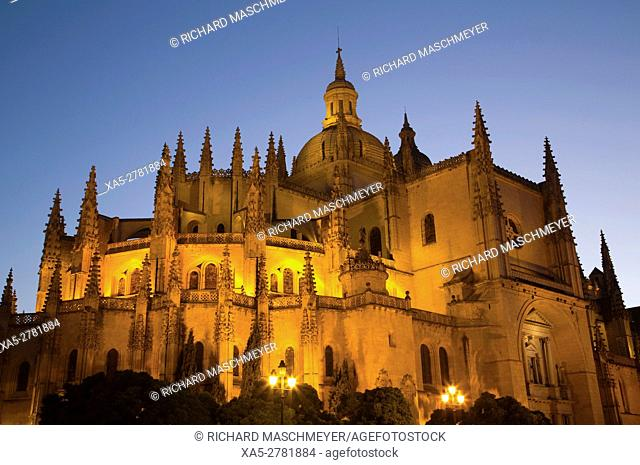 Nuestra Señora de la Asunción y de San Frutos Cathedral in the evening, Segovia, UNESCO World Heritage Site, Spain