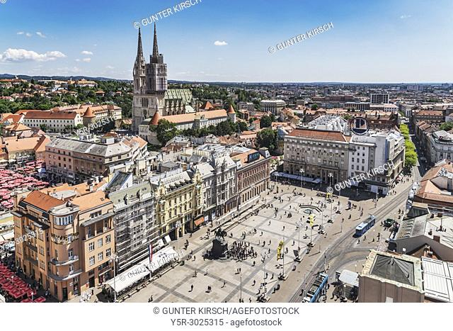 The Cathedral of Zagreb is one of the highest buildings in Croatia. The steeples are 105 meters high. In front of it is the Ban-Jelacic-square, Zagreb, Croatia