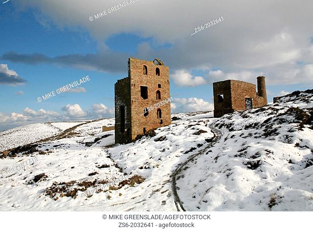 Wheal Coates tin mine in the snow, St Agnes Cornwall, UK
