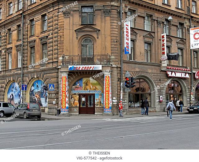 shops market near by Sennaya Square in Saint Petersburg, Russia. - 02/09/2007