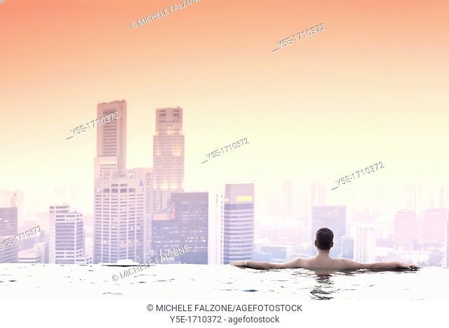 Singapore, swimmingpool and Singapore Skyline on the 57th floor of Marina Bay Sands Resort MR