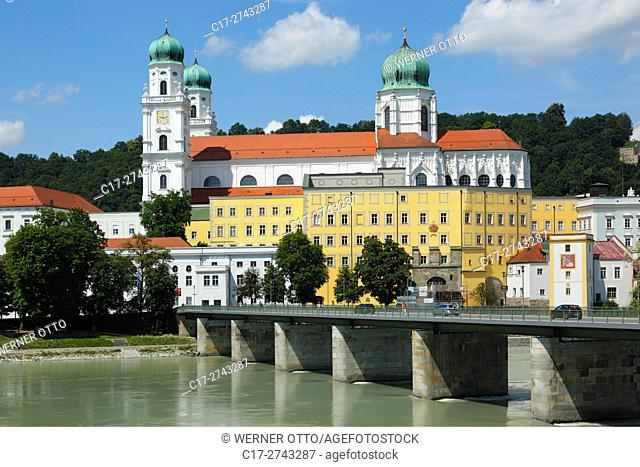 Germany, Bavaria, Eastern Bavaria, Lower Bavaria, Passau, Danube, Inn, Ilz, St. Stephens Cathedral, Bishop church, baroque, Old Residence with Land court
