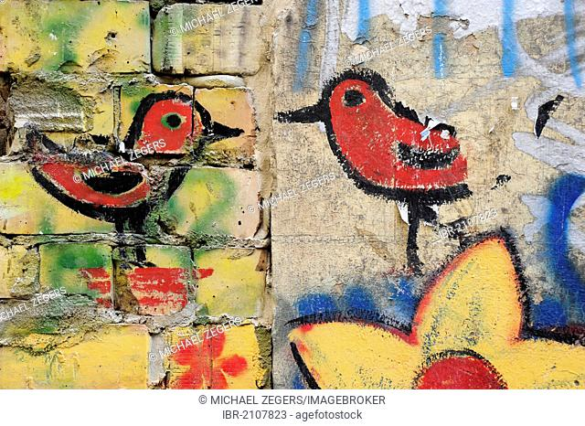 Birds, graffiti, street art, patio, Schwarzenberg House, Rosenthaler Strasse, Berlin Mitte, Germany, Europe