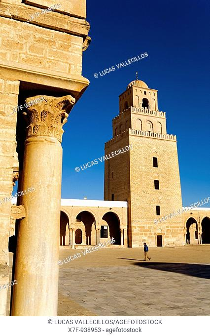 Tunez: Kairouan The Great Mosque Courtyard  Mosquee founded by Sidi Uqba in the VIth century is the most ancient place of prayer in North Africa