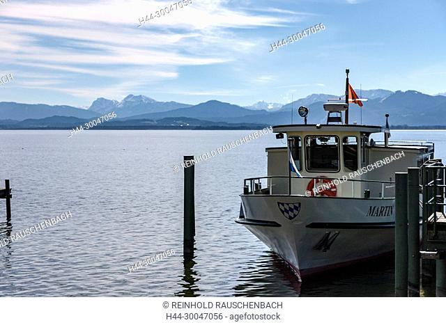 Schiffe der Chiemsee-Schiffahrtsgesellschaft verbinden die Insel von Gstadt und Prien aus. Hier der Anleger in Gstadt