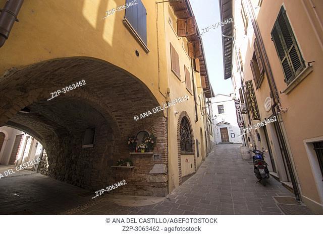 Vicolo Pietro Signori. Old town, Desenzano del Garda, Italy