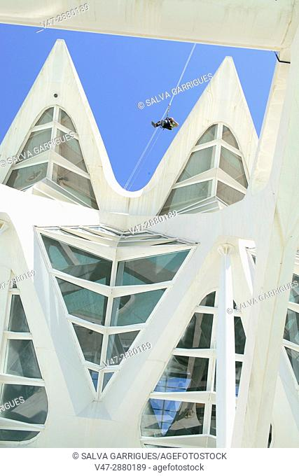 """The protagonist of the movie """"""""America Wild"""""""" Max Lowe rise to the Emisferic of the City of Arts and Sciences of Valencia"""