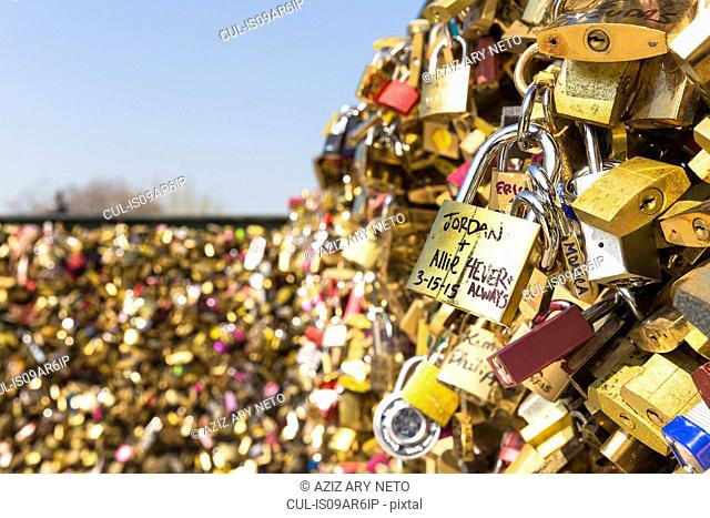 Love Locks, Pont Neuf, Quais de L'Horloge, Ile de la Cite, Paris, France