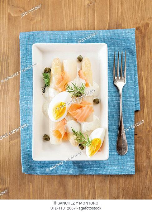 White asparagus with smoked salmon, boiled egg, caper mayonnaise and dill