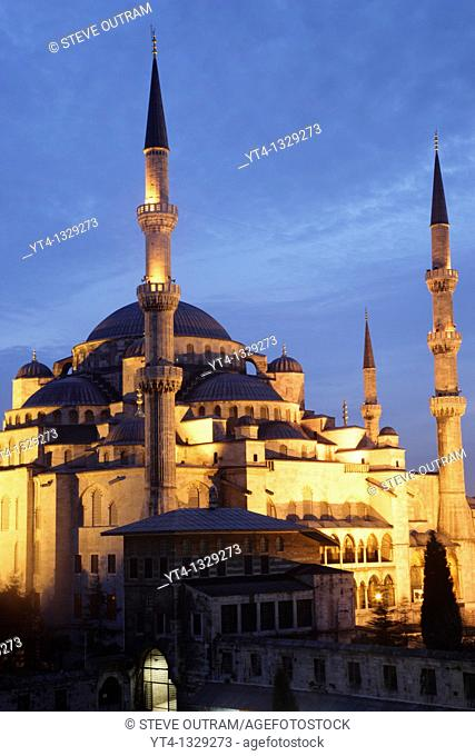 The Blue Mosque illuminated at night  Sultanahmet District, Istanbul, Turkey