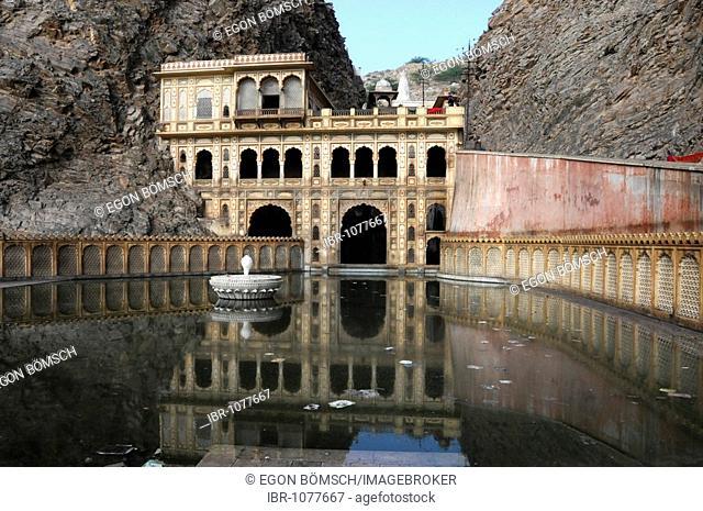 Hindu temple in Galta gorge, Jaipur, Rajasthan, North India, Asia