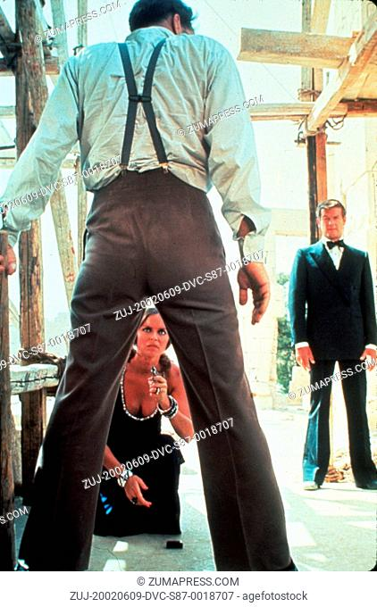 1977, Film Title: SPY WHO LOVED ME, Director: LEWIS GILBERT, Pictured: BARBARA BACH, LEWIS GILBERT, JAMES BOND. (Credit Image: SNAP/ZUMAPRESS.com)