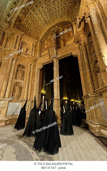 Confraternities entering the Cathedral through the Portal Major (main portal), Holy Thursday Procession, Palma. Majorca, Balearic Islands, Spain